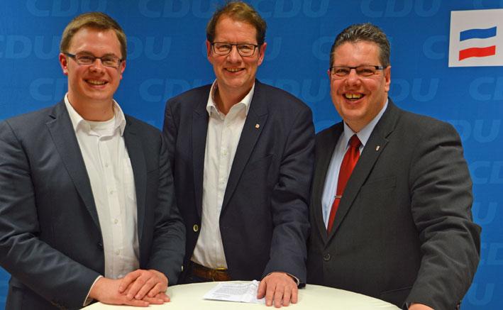(vlnr.) Ole-Christopher Plambeck, Gero Storjohann MdB (moderierte die Vorstellungsrunde) und Claus Peter Dieck.