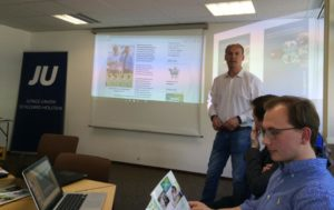 Geschäftsführer Hauke von Essen (KAWE GmbH & Co. KG) stellt sein Unternehmen vor.