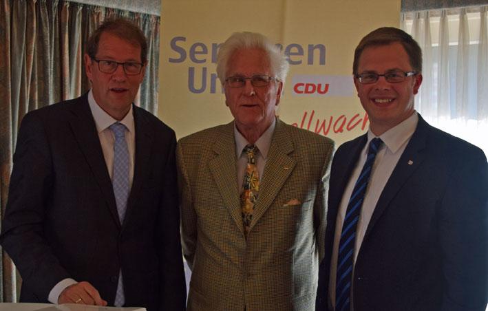 v.l.n.r.: Bundestagsabgeordnete Gero Storjohann, Henstedt-Ulzburgs SU-Vorsitzender Harald Ledig und Landtagskandidat Ole-Christopher Plambeck