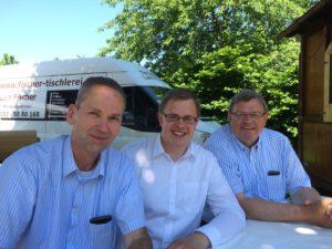 v.l.n.r.: Fraktionsvorsitzender Dietmar Kahle, Landtagskandidat Ole-Christopher Plambeck und Volker Dornquast MdL