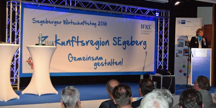 WKS-Geschäftsführerin Maike Moser eröffnet die Veranstaltung